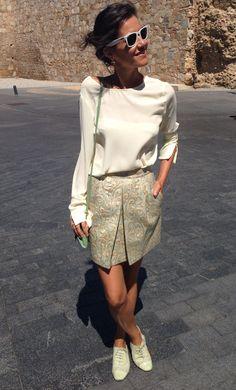 """Camisa Biomba en V beige & Falda de estampado tapicería (print floral rococó """"de sofa"""""""