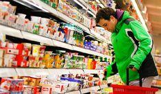 Kunde im Supermarkt: Deutsche sind nicht leicht zufriedenzustellen -  Kundenstudie: Deutsche haben die höchsten Ansprüche der Welt http://www.spiegel.de/wirtschaft/unternehmen/deutsche-kunden-haben-hohe-ansprueche-a-1020440.html