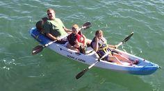 Un encantador lobo marino 'se cuela' en un paseo familiar en canoa   Una familia que disfrutaba de un paseo en canoa en California se ha llevado una sorpresa cuando notó que se les coló un inesperado acompañante. Se trataba de una cría de lobo marino a la que se vieron obligados a darle un paseo. El gracioso incidente ocurrió el pasado 14 de febrero y el video está volviendo viral.