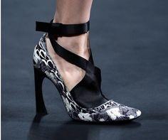 Ideas de estilismo con zapatos de Christian Dior: Cómo llevar los tacones de fiesta de Dior