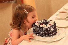 """Мама сказала """"Торт руками не трогать!"""""""