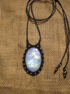 Mira este artículo en mi tienda de Etsy: https://www.etsy.com/es/listing/491141356/colgante-con-piedra-luna-arcoiris