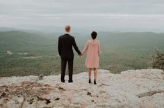 We love this couple's engagement shoot on the edge of Arizona's Mogollon Rim | Image by The Lacey Bee