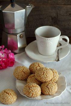 formine e mattarello: Biscotti al tahin e semi di sesamo