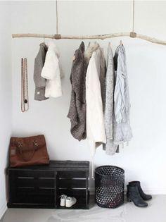 Les portes de placard pliantes pour un rangement joli et moderne for Porte manteau branche