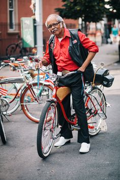 Stylish New Yorkers Pose for Portraits with Their Bikes 2bc631da8
