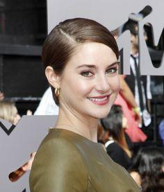 How to Do Shailene Woodley Short Hair | Haircut Tips by Makeup Tutorials at http://makeuptutorials.com/27-short-hairstyles-10-minutes-less