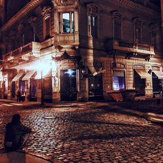 San Telmo #buenosaires_ig #buenosairescity #buenosaires  #instagram  #地球の歩き方 # #santelmo  #instagram #부에노스아이레스 #bsas���� #argentina���� #아르헨티나 #데박 #tejidourbano #southamerica #barriosporteños  #대박 #turismo#fotos #photography #calledefensa #noche #night #fotografias http://tipsrazzi.com/ipost/1522191858351084644/?code=BUf6W4lAhRk