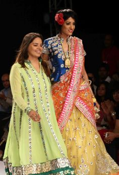 The Day 2 at Rajsthan Fashion Week was Colorful. First Show of the Day, by Poonam Patel and Swati Modo was a huge success: Ro. Kurta Lehenga, Lehenga Choli Online, Ghagra Choli, Salwar Kameez, Indian Attire, Indian Wear, Pakistani Outfits, Indian Outfits, Rajputi Dress