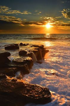 Photographie du jour : Sunset Specialising in sales of breathtaking landscape photography that will be a valuable addition to any home or corporate space, the pictures showcase some of the amazing beauty that . Oceans and Beaches. Beautiful World, Beautiful Places, Beautiful Pictures, Amazing Places, Beautiful Person, Amazing Things, Beautiful Flowers, Beautiful Sunrise, Amazing Nature