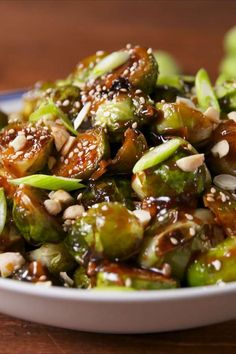 Cooking Kung Pao Brussels Sprouts Video – Kung Pao Brussels Sprouts Recipe How To Video Vegetable Recipes, Vegetarian Recipes, Cooking Recipes, Healthy Recipes, Vegan Brussel Sprout Recipes, Stir Fry Brussel Sprouts, Low Carb Side Dishes, Side Dishes Easy, Gastronomia