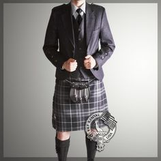 We offer you a complete Scottish Kilt Outfits Packages at the best price! Our Authentic Scottish Kilt Outfit Packages are available for every style and occasion. Kilt Wedding, Wedding Suits, Wedding Attire, Groom And Groomsmen Attire, Groom Outfit, Kilt Jackets, Kilt Accessories, Men In Kilts, Groom Style