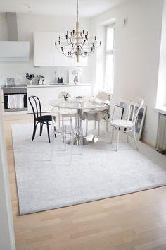 Char and the city, VM Carpet, Hattara matto, Romance matto, ruokailutila Dining Table, Carpet, Living Room, Chair, City, Interior, Romance, House, Furniture