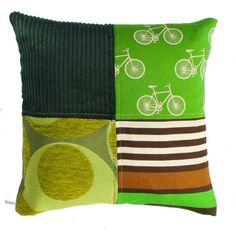Bestel hier je eigen unieke woonkussen. Dit kussen is gemaakt van meubelstof en vintage stof en heeft 4 vlakken. Online bij Ookinhetpaars.nl