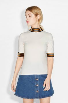 What a babe of a top this is, with its cheeky ribbing round the neck and half sleeves.
