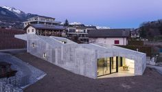The new concrete family house is set on a site characterized by a relative ambiguity. Designed by Anako Architecture this concrete house is . Landscape Architecture Design, Minimalist Architecture, Modern Architecture House, Amazing Architecture, Cement House, Concrete Houses, Concrete Walls, Modern Landscape Design, Modern Landscaping