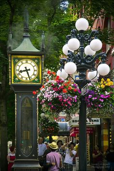 Gastown Steam Clock in Vancouver, Canada (by janusz). ~ Vancouver is one of my favorite cities ever! Places Around The World, Travel Around The World, Around The Worlds, Ottawa, Wonderful Places, Beautiful Places, Beautiful Streets, Amazing Places, Beautiful Flowers