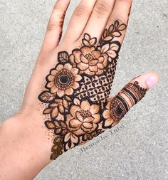 Mehndi Design Girls which is for especially for the younger girls and for this Festive Season and for also the wedding season. These are the best Mehndi Design Girls. Mehndi is an important part of our Culture. Pretty Henna Designs, Latest Bridal Mehndi Designs, Floral Henna Designs, Henna Art Designs, Mehndi Designs For Girls, Stylish Mehndi Designs, Mehndi Design Photos, Mehndi Designs For Fingers, Wedding Mehndi Designs