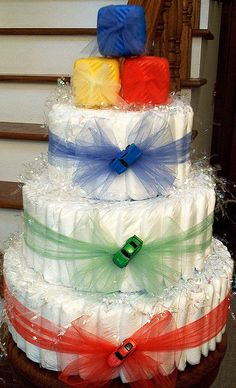 Primary Colors - cute idea for a boy's baby shower - made of disposable diapers. You could do the same in pinks for girls. Torta Baby Shower, Baby Shower Diapers, Baby Boy Shower, Baby Shower Gifts, Nappy Cakes, Shower Bebe, Baby Wedding, Idee Diy, Baby Boy Gifts