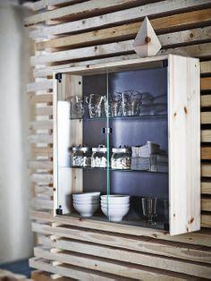 Laat je mooiste servies aan iedereen zien in deze NORNÄS wandvitrine. #IKEA