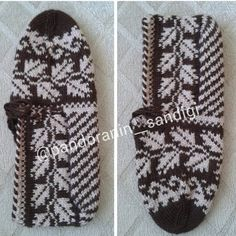 This Pin was discovered by Sem Knitted Slippers, Tunisian Crochet, Knitting Socks, Mittens, Diy And Crafts, Gloves, Tricot, Tejidos, Knit Socks