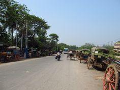 Estacionamento de charrete no interior da Birmânia, 2012