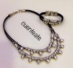 Collar y pulsera en cuero de 3mm, con piezas de zamak y anillas de latón con baño plata.