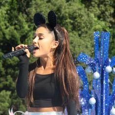 Ariana Grande – Performing at Disney Parks Christmas Parade Orlando, November 2015 Ariana Grande Disney, Ariana Grande Fotos, Disney Christmas Parade, Disney World Christmas, Shes Amazing, Disney Parks, Disneyland, Orlando, Most Beautiful