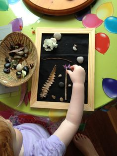 Using picture frames to create art frames with natural found materials - Playing and Learning Begins at Home ≈≈ http://www.pinterest.com/kinderooacademy/loose-parts/