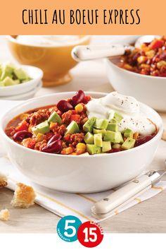 Le chili est un excellent plat pour mettre le boeuf haché au menu. Servez-le avec des dés d'avocats et de la crème sure pour un souper tex-mex facile et rapide! Tex Mex, Menu, Mexican Chili, Lawyers, Shredded Beef, Ground Meat, Quick Recipes, Meal, Dish