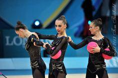 Group UKRAINE 3 Balls 2 Ribbons