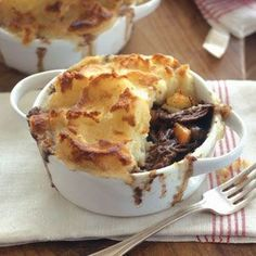Braising the short ribs for this hearty shepherd's pie takes a few hours, which makes it a great project for a chilly Sunday afternoon. This dish is also ideal for… Strudel, Rib Recipes, Cooking Recipes, Fall Recipes, Dinner Recipes, Smoker Recipes, Cooking Tips, Healthy Recipes, Recipes