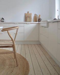 House Tour: Mixing Scandinavian Style and Pastels in a Kiev Apartment lovely neutral, scandinavian interior design. Decor, Contemporary Kitchen Design, Minimalism Interior, Kitchen Inspirations, Interior, Kitchen Interior, Home Decor, House Interior, Minimalist Kitchen