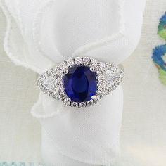 Ceylon sapphire and diamonds in 18K white gold. www.zomacolor.com
