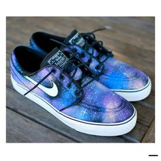 custom hand painted skate shoes - Nike Zoom Stefan Janoski Galaxy Sneakers - 3 color variations available Nike Outfits, Vans Converse, Vans Men, Janoski Nike, Galaxy Shoes, Nike Galaxy, Nike Zoom Stefan Janoski, Nike Free Run, Ballerinas