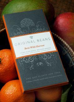 Original Beans maakt chocolade die erg toegankelijk is. Deze versie uit Bolivia heeft een verfijnde, ronde smaak met tonen van ongedroogde veenbes, meloen, en tropisch fruit; hints van jasmijn thee een lang durende nasmaak.