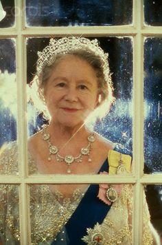 """The """"Queen Mum"""" -- Wife of King George VI and mother of Queen Elizabeth II and Princess Margaret Princesa Diana, Lady Diana, Prinz Philip, Isabel Ii, Queen Of England, English Royalty, Queen Mother, Herzog, Queen Elizabeth"""