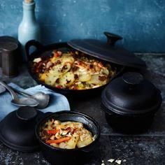 In feinem Gemüsefond-Kokossud gart das Hack mit Möhren, Paprika und Zuckerschoten. Die asiatische Würze geben Ingwer und grüne Currypaste.