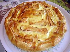 The best Quiche recipe with potatoes, raw ham and camembert! To try it is to adopt it! Ingredients: 1 puff pastry 6 potatoes 1 camembert coulommier 7 tr of raw ham 2 e Best Quiche Recipes, Potato Recipes, Paprika Pizza, Quick Pizza, Pizza Cake, Quiche Lorraine, Snacks, Greek Recipes, Perfect Food