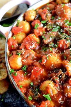 One Pot Braised Potatoes in Tomato Sauce is such a comforting dish – it's very rustic and homey, perfect on it's own, or with grilled bread and freshly grated parmesan. The Thomas-Ewing household loves potatoes. Potato Tomato Recipe, Potato Recipes, Tomato Sauce, Italian Potatoes, Main Dishes, Side Dishes, Grilled Bread, Red Sauce, Gastronomia