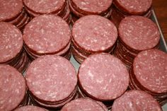 For quite a few years been making summer sausage and while it was good, it wasn& exactly what our taste buds were looking for. A few years ago we fou Homemade Summer Sausage, Summer Sausage Recipes, Homemade Sausage Recipes, Venison Recipes, Meat Recipes, Tangy Summer Sausage Recipe, Smoker Recipes, Venison Summer Sausage Recipe Smoked, Gastronomia