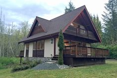 Mt. Baker Rim Cabin 54 - Sleeps 6 and features great nature views!