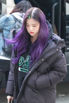 (Credits to the real owner/s) Purple Hair Black Girl, Purple Hair Streaks, Short Purple Hair, Purple Hair Highlights, Hair Color Purple, Hair Dye Colors, Ombre Hair, Blond, Korean Hair Color