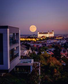Super Moon over Bratislava November 2016 Uk Brexit, Bratislava Slovakia, Blue Hour, Super Moon, Amazing Photography, Beautiful Places, Castle, Waves, Explore