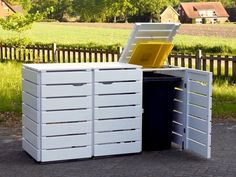Legendary Trash bin with three wood trays, for and tons, coloration: Oiled white – – # Out of doors kitchen Garbage Can Shed, Garbage Storage, Diy Storage Shed, Storage Bins, Trash Can Storage Outdoor, Outdoor Trash Cans, Trash Can Covers, Bin Shed, Palette Projects