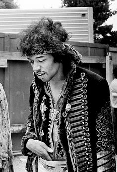 Jimi Hendrix photographed by Jim Marshall at the Monterey Pop Festival, 1967 Jimi Hendrix Experience, Kurt Cobain, Jimi Hendricks, Jim Marshall, Monterey Pop Festival, Band Jacket, Music Festival Fashion, Festival Style, Popular Music