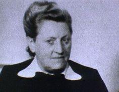 Nun in die Wiege gelegt wurde Elisabeth Selbert ihre spätere Karriere ganz bestimmt nicht. Sie entstammte einer kleinbürgerlichen Familie, der Vater Georg war Aufseher in einer Jugendstrafanstalt, ihre Mutter versorgte als Hausfrau die Familie, zu der auch noch drei Schwestern von Elisabeth gehörten
