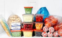 Freezer Basics ~ Living at the ocean I have trouble with frozen food having ice crystals. I'm going to try some of Paula's tips. Cooking 101, Freezer Cooking, Make Ahead Meals, No Cook Meals, Good Food, Yummy Food, Frozen Vegetables, Frozen Meals, Baking Tips