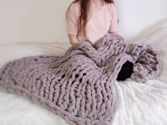Easy Chunky Hand-Knitted Blanket in One Hour : Easy Chunky Hand-Knitted Blanket. Easy Chunky Hand-Knitted Blanket in One Hour : Easy Chunky Hand-Knitted Blanket in One Hour: 8 Steps (with Pictures) Chunky Yarn Blanket, Chenille Blanket, Hand Knit Blanket, Knitted Baby Blankets, Soft Blankets, Finger Knitting, Arm Knitting, Baby Knitting Patterns, Crochet Patterns