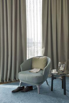 Gardinstoffer fra JAB - eksklusivt look til boligen Curtains, Fabrics, Home Decor, Upholstery Fabrics, Sheer Curtains, Wallpaper, Colors, Decorations, Blue